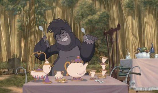 """Em """"Tarzan"""", Sra. Potts e Chip estão no acampamento de Porter."""